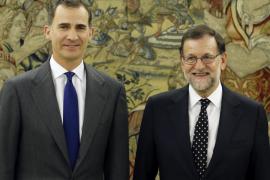 López acude a Zarzuela para que el Rey proponga a Rajoy como candidato