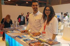 Los dos jóvenes alumnos de la Escola de Turisme d'Eivissa dan la talla en Fitur