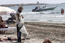 Un estudio determinará la ocupación de hamacas en las playas de Santa Eulària