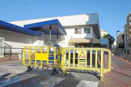 Los comerciantes del Mercat Nou exigen que se arregle el aparcamiento cuanto antes