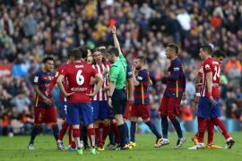 El Atlético no puede con el Barça, que se queda solo al frente de la Liga