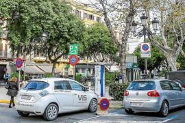 Vila apuesta por párquines disuasorios contra la «superpoblación» de coches