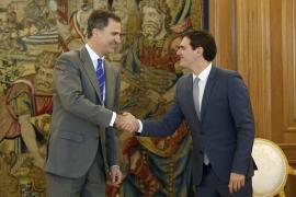 Rivera traslada al Rey que es momento de sentarse a negociar un acuerdo