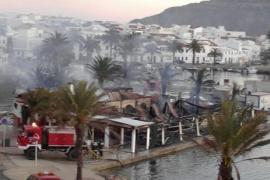 Un incendio calcina por completo el restaurante Es Pla de Fornells