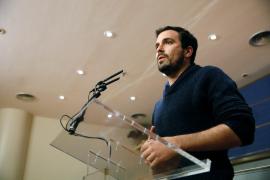 IU ofrece su programa para negociar con el PSOE un Gobierno alternativo al PP