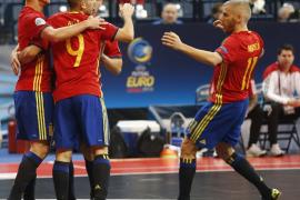España inicia con goleada el asalto a su séptimo Europeo