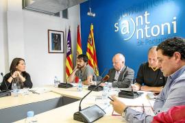 El tripartito de Sant Antoni airea las cañas y botellas de vino de la etapa del PP