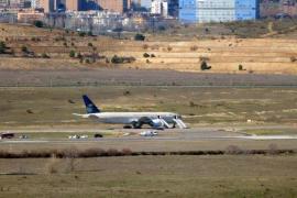 Jornada de alarma en Barajas por una falsa amenaza de bomba en un vuelo a Riad