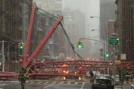Un muerto y tres heridos al caer una grúa en Nueva York