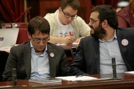 El Govern defiende la actuación sobre es Vedrà y acusa al PP de preferir un «corral de cabras»