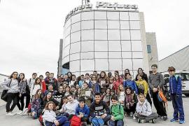 Los alumnos del colegio de Can Raspalls visitaron el Grupo Prensa Pitiusa
