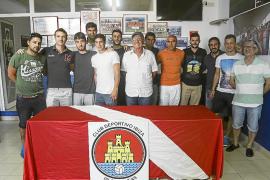 Miembros de la directiva y de la primera plantilla del CD Ibiza posan unidos