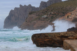 Mallorca y Menorca estarán este martes en alerta por olas y viento del norte fuerte
