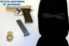 La Policía Nacional detiene a un joven autor de varios robos con arma de fuego
