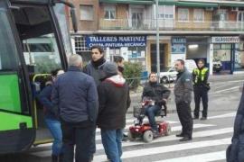 El Langui bloquea un autobús tras impedirle subir con su silla de ruedas