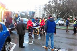 Un hombre herido al ser atropellado cuando cruzaba indebidamente la avenida 8 d'Agost