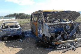 Tres vehículos quemados en sólo seis horas en Formentera