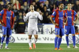 El Real Madrid doblega al Levante pero sin convencer con su juego