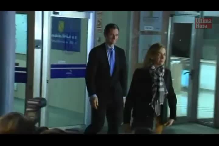 Insultan a la infanta Cristina y a Urdangarin a su salida del edificio de la EBAP
