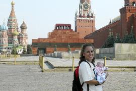 Una ibicenca denuncia estar retenida en Moscú al no poder regresar con su bebé
