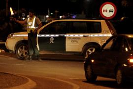Cuatro ladrones asaltan a mano armada una casa de Sant Josep y maniatan a una pareja