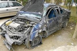 Una mujer herida tras un espectacular accidente en una rotonda de Sant Antoni