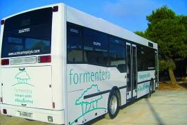 El autobús público de Formentera logra superar el millar de usarios al día