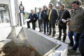 Sant Joan ahorra 15.000 euros en 6 meses con la caldera de biomasa de la piscina