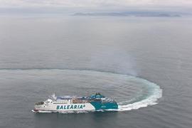 Una muerte natural a bordo retrasa la  salida del buque de Baleària en el trayecto Alcúdia-Maó