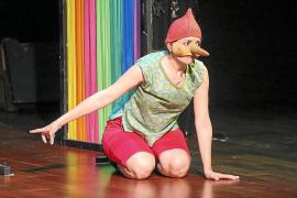 Sombras y máscaras dan vida a Pinocho