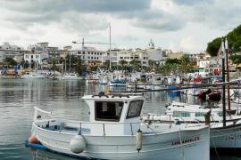 Casi 600 personas esperan conseguir un amarre en el puerto de Sant Antoni