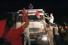 Los activistas se concentran frente a la frontera  aunque no bloquean el paso de camiones a Melilla
