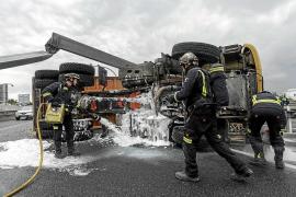 El vuelco de un camión trae el caos