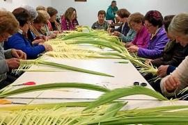 La elaboración de palmas, toda una tradición en Jesús
