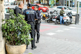 Un sindicato policial acusa a Vila de «darle largas» en la negociación laboral