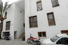 Vila destinará tres pisos en Dalt Vila para situaciones de emergencia social