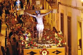 La cofradía Santo Cristo de la Agonía celebra más de medio siglo de vida