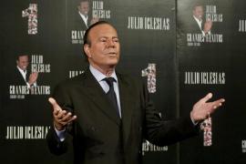 Julio Iglesias aplaza algunos conciertos por inflamación del nervio ciático