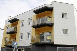 El Govern obligará a los bancos a que le cedan pisos vacíos y les multará si se niegan