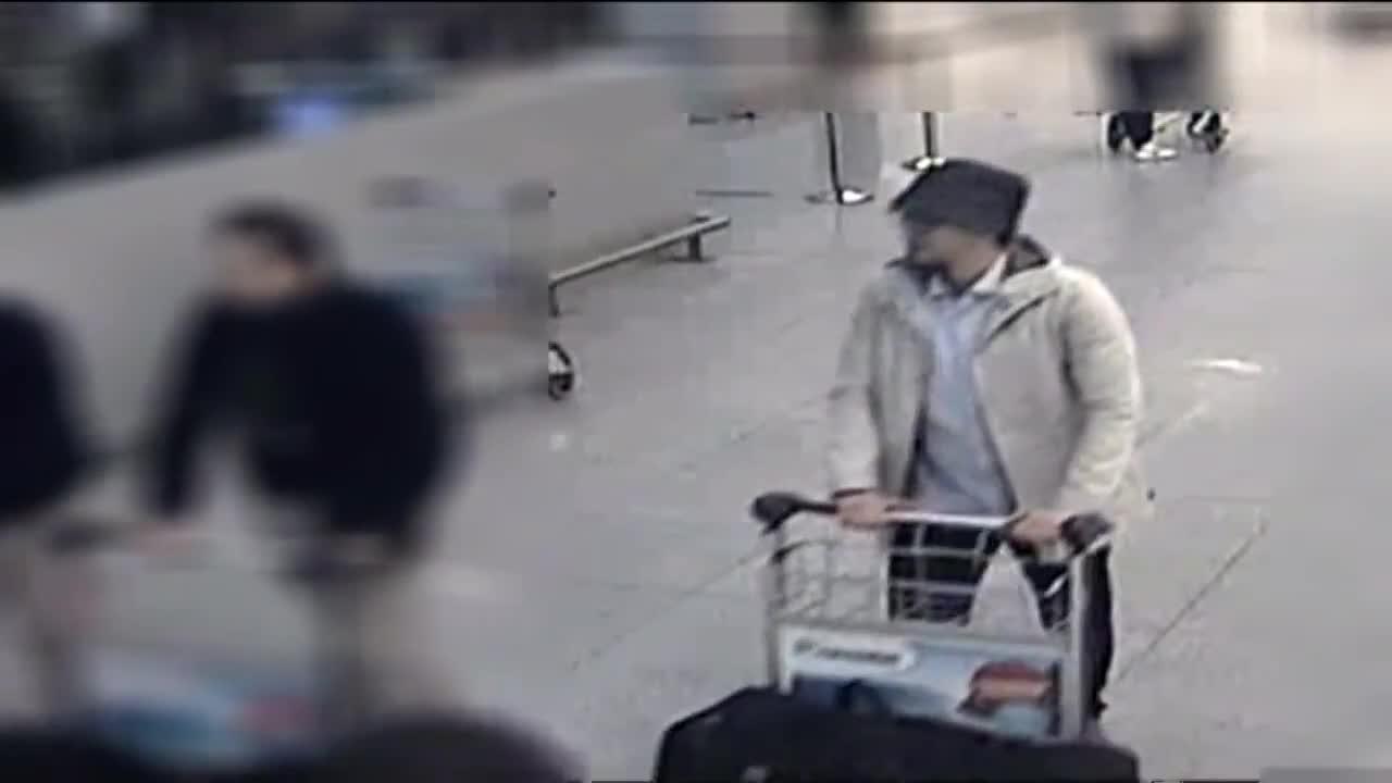 La Policía belga difunde vídeo del presunto tercer terrorista y pide ayuda para localizarlo