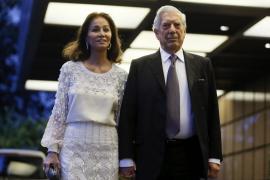 La política, la cultura y los amigos rodean a Vargas Llosa en su cumpleaños