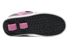 Los podólogos piden a los colegios prohibir las zapatillas con ruedas
