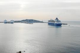 El primer crucero del año llega a Eivissa