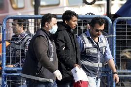 El primer contingente de expulsados de las islas griegas llega a Turquía