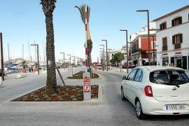 El Ayuntamiento, en contra del tráfico rodado y del parquin en primera línea del puerto