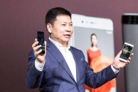 Huawei presenta su nuevo buque insignia en dos tamaños