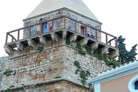 El Ayuntamiento de Vila limpia las pintadas de las murallas de Dalt Vila