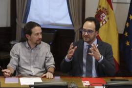 El PSOE expresa su «indignación» con Podemos: «Todo ha sido una artimaña»