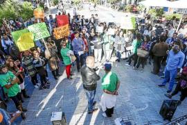Alrededor de 200 personas se concentran en Vila por el «acceso digno al alquiler»