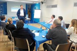 El PP organiza un curso para que sus cargos salgan bien en tele y prensa